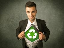 Ekologa biznesowy mężczyzna drzeje z koszula z przetwarza znaka obrazy royalty free