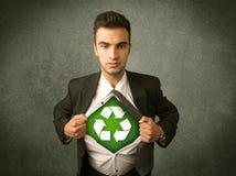 Ekologa biznesowy mężczyzna drzeje z koszula z przetwarza znaka fotografia royalty free