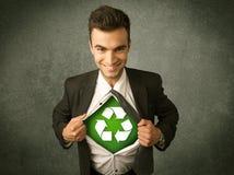 Ekologa biznesowy mężczyzna drzeje z koszula z przetwarza znaka obraz royalty free