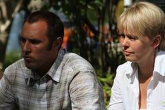 Ekologer Suren Gazaryan och Evgenia Chirikova på ett möte av aktivister i den Khimki skogen Royaltyfri Foto