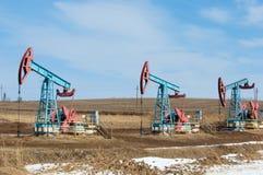 Ekologia, bionomics dzień Czerwiec Kazakhstan miesiąc olej pompuje western Przemysł paliwowy equipment Belkowata pompa fotografia stock