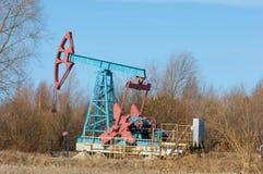Ekologia, bionomics dzień Czerwiec Kazakhstan miesiąc olej pompuje western Przemysł paliwowy equipment Belkowata pompa zdjęcie stock