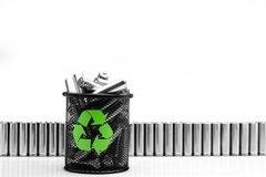 Ekologia przetwarza pojęcia, natury energii, używać dalej lub nowej baterię, Obraz Stock