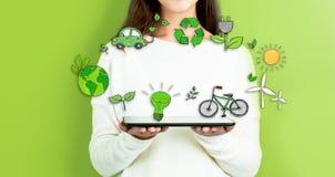 Ekologia z kobietą trzyma pastylkę zdjęcie royalty free