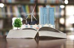 Ekologii pojęcie buduje elektrycznej energii czystego silnika wiatrowego i ogniwo słoneczne przyszłość Obrazy Royalty Free