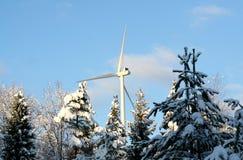 Ekologisk energivindturbin i vinter Fotografering för Bildbyråer