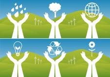 ekologiska händer som rymmer upp symboler Arkivbilder
