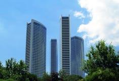 Ekologiska moderna byggnader Royaltyfria Bilder