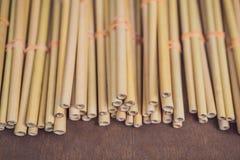 Ekologiskt bambusugrör eller bamburöret för dricksvatten säger precis 'inget 'till plast- litet och lättvikts- och som sådana fotografering för bildbyråer