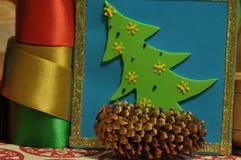 ekologiskt trä för julgarneringar Jul julhelgdagsaftongåvor semestrar många prydnadar prydnadar för handbell för jul för bollaskf Arkivbild
