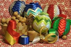 ekologiskt trä för julgarneringar Jul julhelgdagsaftongåvor semestrar många prydnadar prydnadar för handbell för jul för bollaskf Royaltyfri Bild