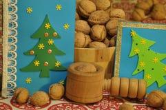 ekologiskt trä för julgarneringar Jul julhelgdagsaftongåvor semestrar många prydnadar prydnadar för handbell för jul för bollaskf Arkivfoto