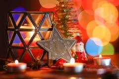 ekologiskt trä för julgarneringar Julgran- och julstjärna Fotografering för Bildbyråer