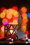 ekologiskt trä för julgarneringar Julgran- och julstjärna Arkivbilder