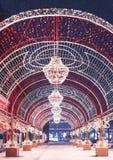 ekologiskt trä för julgarneringar Ljus båge på den Lubyanka fyrkanten Moskvasäsonger Vinter arkivbilder