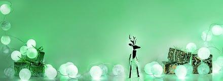 ekologiskt trä för julgarneringar Runda elektriska julljus Arkivfoto