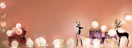 ekologiskt trä för julgarneringar Runda elektriska julljus Arkivbilder