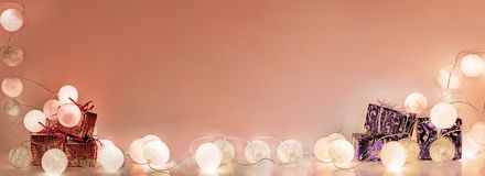 ekologiskt trä för julgarneringar Runda elektriska julljus Royaltyfri Bild