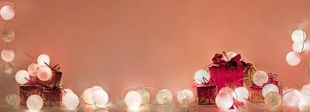 ekologiskt trä för julgarneringar Runda elektriska julljus Fotografering för Bildbyråer