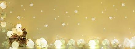 ekologiskt trä för julgarneringar Runda elektriska julljus Arkivbild