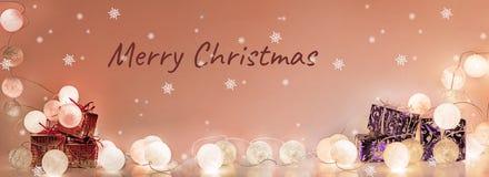 ekologiskt trä för julgarneringar Runda elektriska julljus Arkivfoton