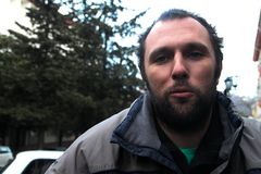 EkologSuren Gazaryan precis den lämnade från under gripandet Royaltyfria Bilder