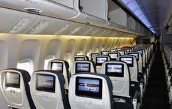 Ekonomiklassplatser på en Air Canada Boeing 777 Royaltyfria Foton