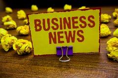 Ekonominyheter för ordhandstiltext Affärsidé för innehav för gem för inblick för kommersiell för meddelandehandelrapport uppdater arkivfoton