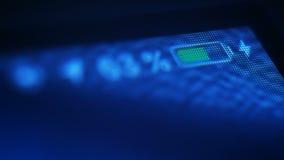 Ekran electroning mobilnego gadżet z ikoną ładuje bateria zbiory