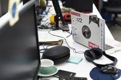 Ekran Komputerowy na biuro stołu działaniu Zdjęcia Royalty Free