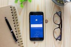 Ekranizuje strzał Facebook ikony na Apple iPhone7 Facebook ekranie Zdjęcie Stock
