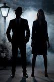 Ekranowa noir gangsterska pary latarni ulicznej mgła Zdjęcia Stock