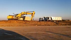 Ekskawator i ciężarówki zdjęcie stock