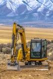 Ekskawator w Utah dolinie z halnym tłem zdjęcie stock