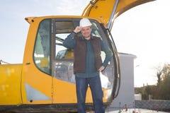 Ekskawatory maszyna jest ciężkiej budowy maszyną używać wykopują ziemię przy budową mężczyzna Obraz Royalty Free