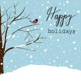 Ekskog som täckas med snö Kort för hälsning för nytt år för jul Forest Falling Snow Red Capped Robin Bird Sitting på träd lycklig stock illustrationer