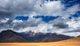 Ekspansywny widok Święta dolina, Peru od Pisac inka miejsca, specjalizuje się podróży miejsce przeznaczenia w Cusco regionie, Per Obrazy Stock