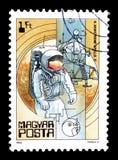 Eksploracja przestrzeni kosmicznej na znaczkach pocztowych zdjęcia royalty free