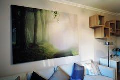 Ekspozycja mieszkań wnętrza kanapa graniasty obiadowy wewnętrzny żywy izbowy furgon Zdjęcia Stock
