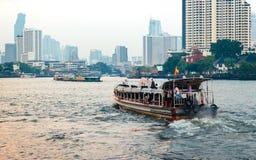 Ekspresowa łódź na Chao Phraya rzece Obrazy Royalty Free