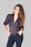 Ekspresyjna młoda brunetki kobieta. obraz royalty free