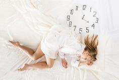 Ekspresyjny kobiety dosypianie, marzy pojęcie zdjęcia stock