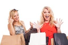 Ekstatischer Mädcheneinkauf Stockbild