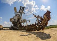 Ekstrakcja piasek w łupie ogromny ekskawator zdjęcie royalty free