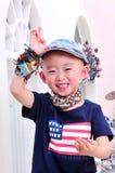 Ekstrawagancka chłopiec jest ubranym flaga amerykańską zdjęcie royalty free