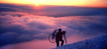 ekstremal的骑自行车者 免版税库存图片