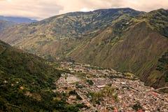 Ekuadorianische Gebirgsstadt lizenzfreie stockbilder