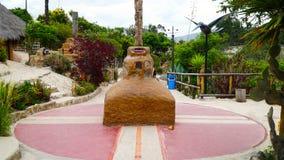 Ekvatorlinje stengränsmärke arkivfoton
