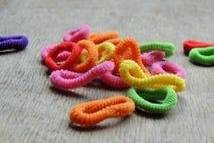 Elásticos coloridos para a trança do cabelo Imagens de Stock