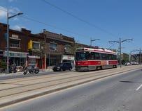Elétricos ao longo de St Clair Avenue Fotos de Stock